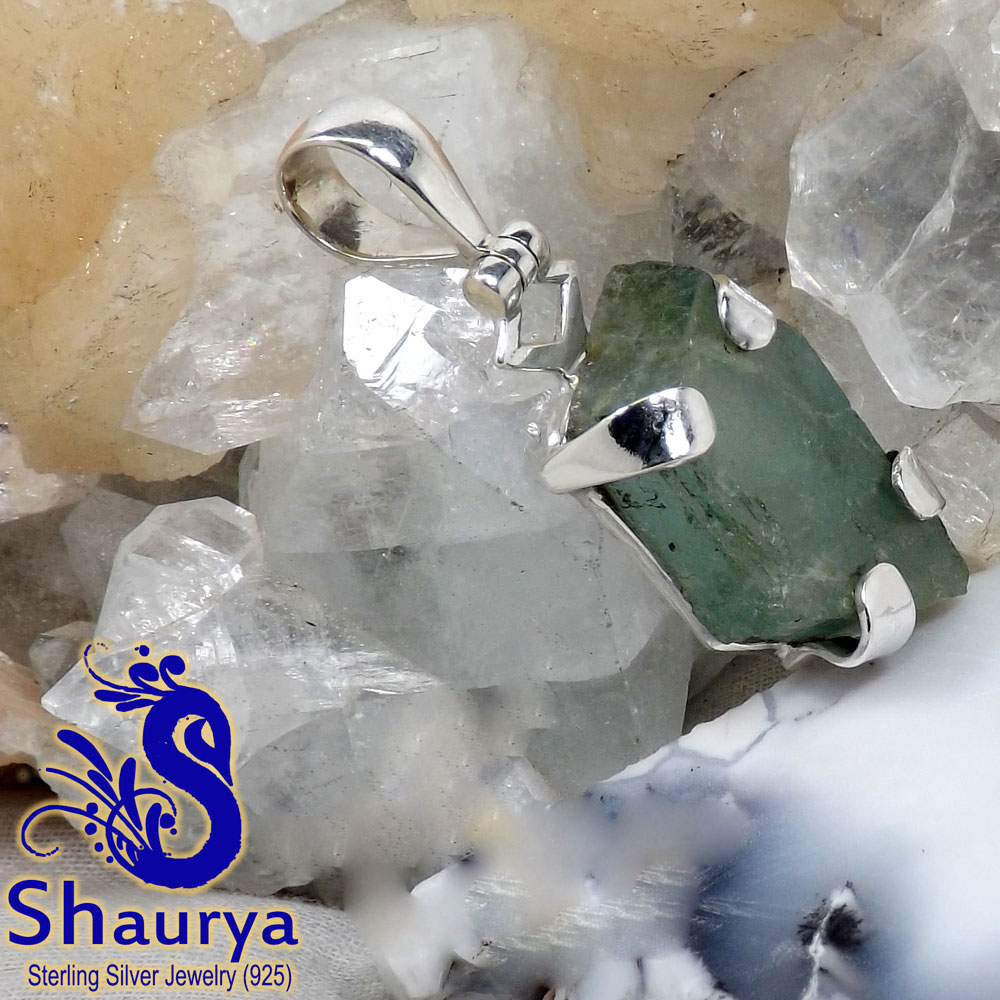 AQR966-Natural Aquamarine Rough Gemstone Wholesale Beautiful Pendant With 925 Sterling Silver