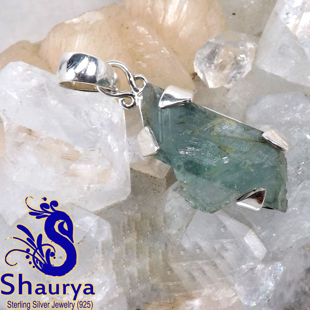 AQR965-Wholesale Natural Aquamarine Rough Gemstone Beautiful Pendant Made In 925 Sterling Silver
