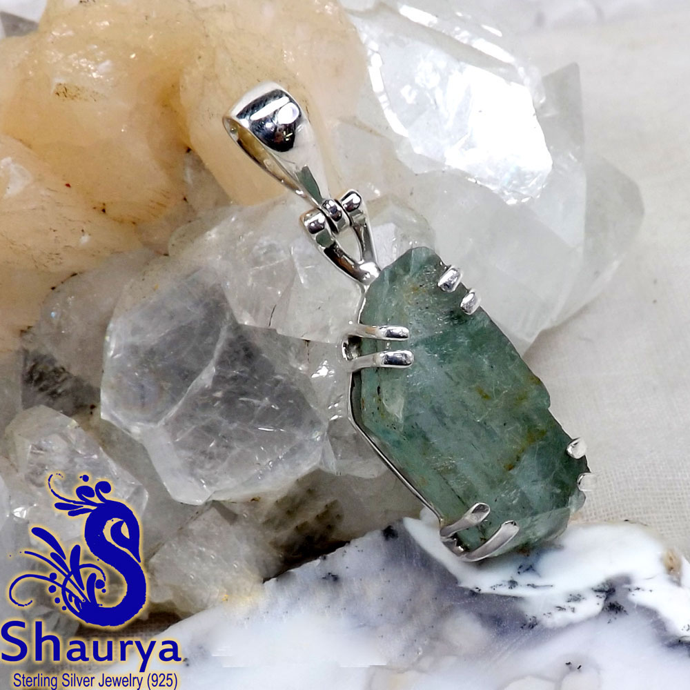 AQR964-Handmade Beautiful Pendant Natural Aquamarine Rough Gemstone With 925 Sterling Silver