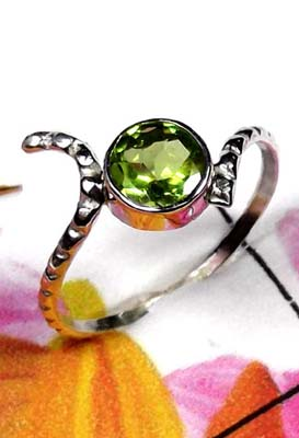 Low cost silver Jewelry with Peridot Ring-ILR042