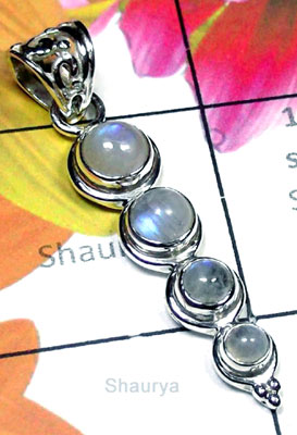 Beautiful moonstone gems with silver Pendant-IRP002