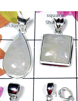 W2GRM995-250 gm-Rainbow Moonstone Plain Silver Fabulous Pendants