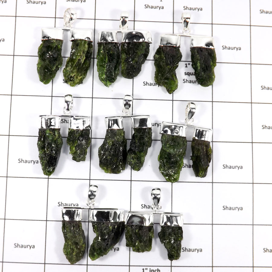 WBG935-10 Pcs 100 Grams Wholesale Lot Rough Chrome Diopside Pendants 925 Sterling Silver